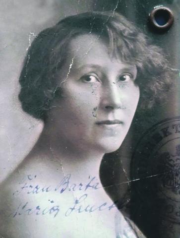 Szucsich Mária, a kalóz író